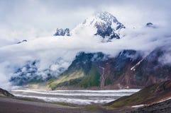 Dykh-tau, 5.204 m. - la seconda più alta montagna in Russia Fotografia Stock Libera da Diritti