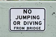 dykning som hoppar inget tecken royaltyfri bild