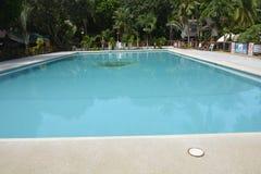 Dykningbräde av den San Vali simbassängen på den Digos staden, Davao del Sur, Filippinerna Arkivbild