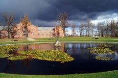 Dykningen parkerar slotten, Litauen Arkivbilder