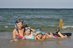 dykningfamilj Fotografering för Bildbyråer