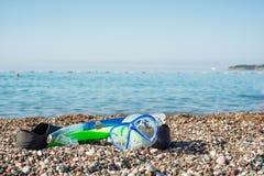 Dykningutrustning som väntar på Pebble Beach Royaltyfri Foto