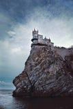 Dymówka gniazdowy pałac w Crimea W burzy Dramatyczna pogoda Obrazy Royalty Free