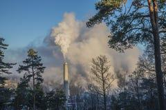 Dym i kontrpara od papierowej fabryki Zdjęcie Royalty Free