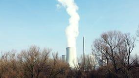 Dym od fabrycznego kominu zdjęcie wideo