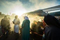 Dym od grilla przy ulicznym jedzenie kramem w Maroko Obraz Royalty Free