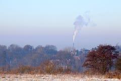 Dym wzrasta zimnego ranek Zdjęcia Royalty Free