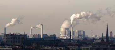 Dymiący kominy przy Berlin obrazy royalty free