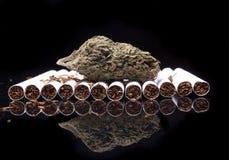 Dymić; Marihuana i tytoń Obraz Royalty Free