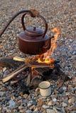 Dymić obozowego czajnika obraz stock