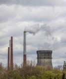 Dymić przemysłowych kominy Obraz Stock