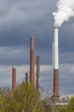 Dymić przemysłowych kominy Obrazy Royalty Free