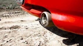 Dymi latanie i oliwi z wydmuchowej drymby samochód zbiory