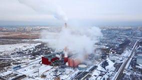 Dymienie drymby termiczna elektrownia widok z lotu ptaka Drymby termiczna elektrownia Grzejny sezon zbiory wideo