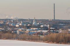Dymienie kominy łącząca elektrownia i upał fotografia stock