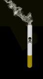 Dymienie papieros z śmierć znakiem royalty ilustracja