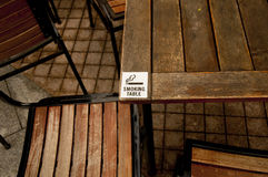 dymienie szyldowy stół Obrazy Stock