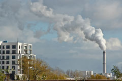 Dymnego froma kominowy przemysł w Berlin Obrazy Royalty Free