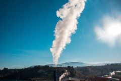 Dymny komin od fabryki Pojęcie zanieczyszczenie Obraz Royalty Free