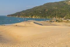Dyn i Ponta DOS Ingleses i Costao gör den Santinho stranden arkivbild