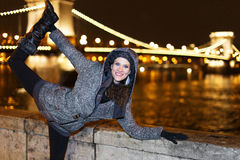 Dynamic woman posing at night Royalty Free Stock Photography