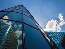 Dynamiczni biznesowi budynki w Frankfurt, Niemcy obrazy royalty free