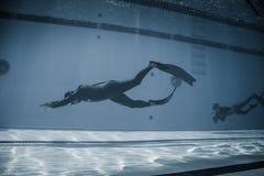 Dynamisch met Vinnen (dyne) Prestaties van Onderwater Stock Afbeelding