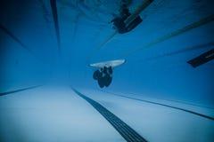 Dynamisch met Vinnen (dyne) Prestaties van Onderwater Stock Foto