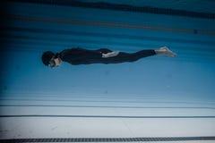 Dynamisch zonder Vinnen (DNF) Prestaties van Onderwater Stock Foto