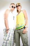Dynamische Abbildung eines beiläufigen jungen Paares stockfoto
