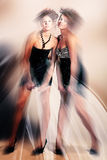 Dynamische magische Mädchen im Kleid Stockfoto