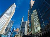 Dynamische wolkenkrabbers in het centrum van Frankfurt, Duitsland Royalty-vrije Stock Foto