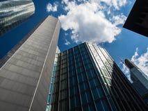 Dynamische Wolkenkratzer im Finanzbezirk von Frankfurt, Deutschland Lizenzfreies Stockbild