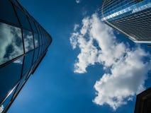 Dynamische Wolkenkratzer im Finanzbezirk von Frankfurt, Deutschland Lizenzfreies Stockfoto