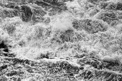 Dynamische zwart-witte golven Stock Foto