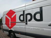 Dynamischer Lieferungsfirmenpackwagen der Paket-Verteilung DPD Stockbild
