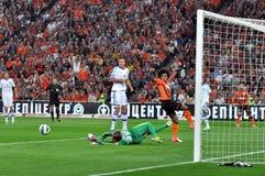 Dynamo bramkarz wraca piłkę Obraz Royalty Free