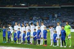 DynamoKyiv spelare som står i linje för runda för UEFA-Europaliga av den andra matchen för ben 16 mellan dynamo och Everton Fotografering för Bildbyråer