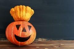 Dyniowa świeczka Halloween Na ciemnym tle obrazy stock