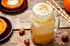 Dyniowego kulebiaka pikantności bani latte Zdjęcia Royalty Free