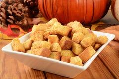 Dyniowi cornbread croutons Zdjęcia Royalty Free
