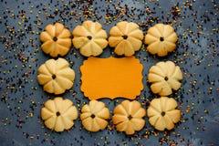 Dyniowy ciastko, Halloweenowego kartka z pozdrowieniami pusta przestrzeń dla teksta Zdjęcia Stock