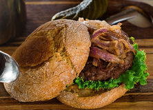 DYNIOWY hamburger Zdjęcie Stock
