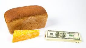 Dyra ost, bröd och pengar Fotografering för Bildbyråer