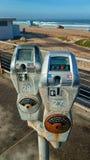 Dyra parkeringsmeter på stränderna av Los Angeles royaltyfri foto