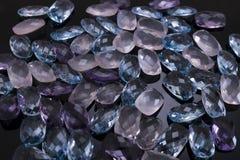 Dyrbara och kulöra stenar royaltyfria bilder