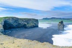 Dyrholaey en udde i södra Island royaltyfri fotografi