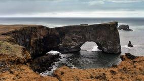 Dyrholaey halvö i Island Arkivbild