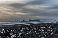 Dyrholaey i czarna piasek plaża, Iceland obrazy royalty free