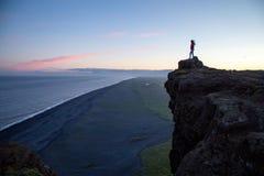 Dyrholaey klippor i sydliga Island Royaltyfri Foto
